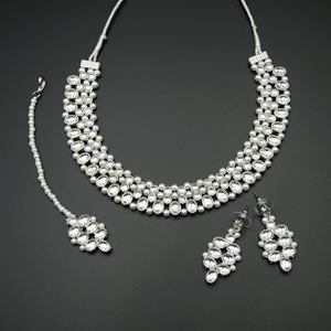 Nain White Kundan Necklace Set - Silver