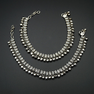 Maari- White Polki Stone Ghungroo Payals - Silver