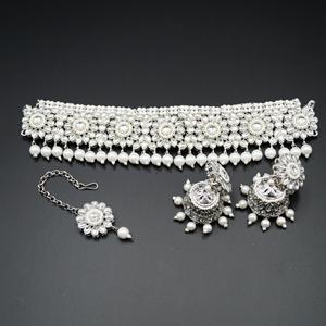 Amoli White  Polki Choker Necklace Set - Silver