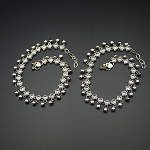Samar -White Polki/ Ghungroo Payals - Silver