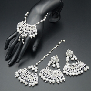 Bisthi White Diamante Earring Tikka and Hath Panja Set - Silver