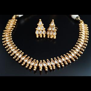 Kani Kundan Necklace Set - Gold