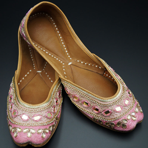 Tashi Light Pink Colour Leather Jutti