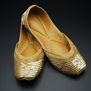 Raaji - Gold Colour Leather Jutti