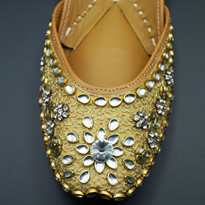 Vaak Gold Colour Leather Jutti