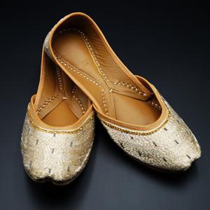 Lasaki- Gold Colour Leather Jutti