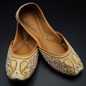 Moksin- Gold Colour Leather Jutti